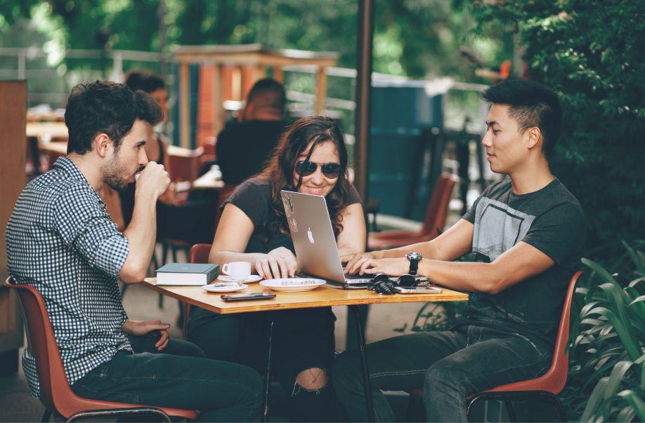 Dialog Bahasa Inggris Menanyakan Pekerjaan Lengkap Dengan Artinya